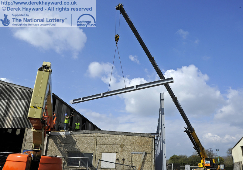 Lifting and moving the main beam for the southern end of the Workshops into position (a series of pictures).  03.04.2012  4225