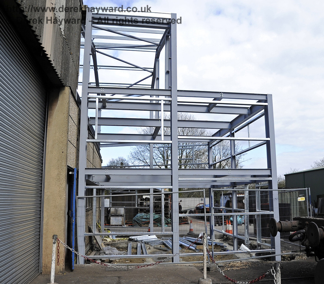 The southern section of the above Workshop facilities has now been erected.  15.04.2012  4431