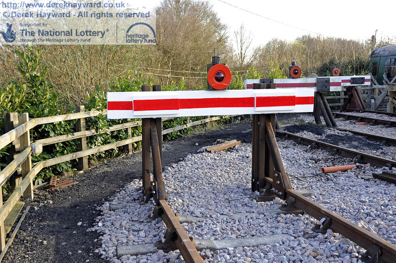 The newly painted buffer (on the headshunt).  10.03.2012  3811