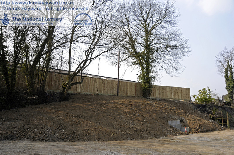 Looking west at the reshaped eastern embankment.  The wash out pit is behind the new fence.  25.03.2011  6574