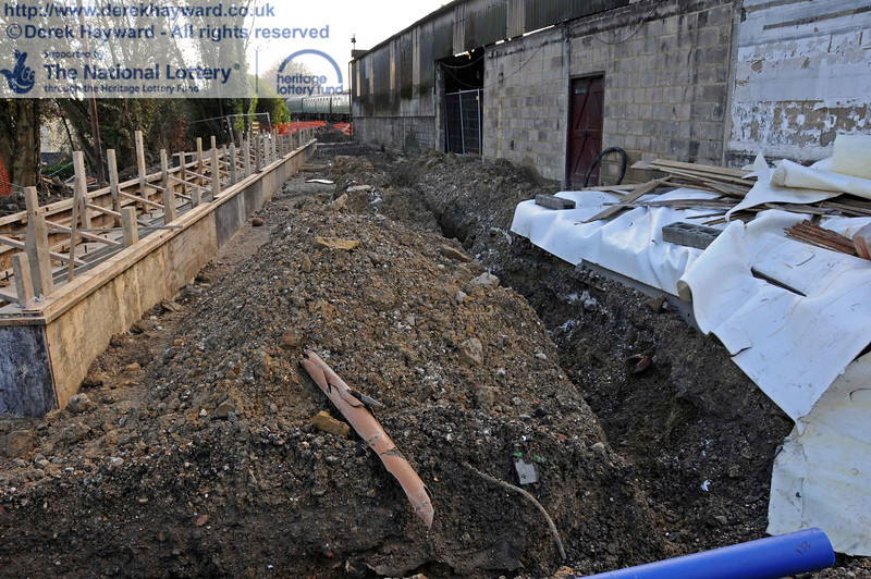 A trench has been dug for the installation of a high capacity water main which will be pumped to provide sufficient flow. 18.01.2011  5526