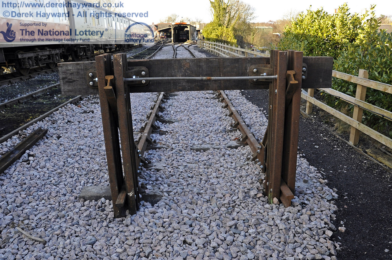 The new buffers at the southern end of the headshunt.  19.02.2012  3628