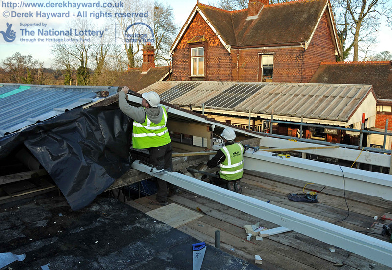 Contractors were in the process of joining the new canopy timbers to the existing canopy. 18.01.2011  5589