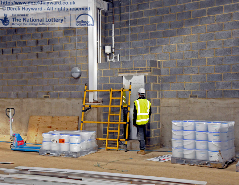 Putting the finishing touches to the cleaners area. 24.02.2011  5935