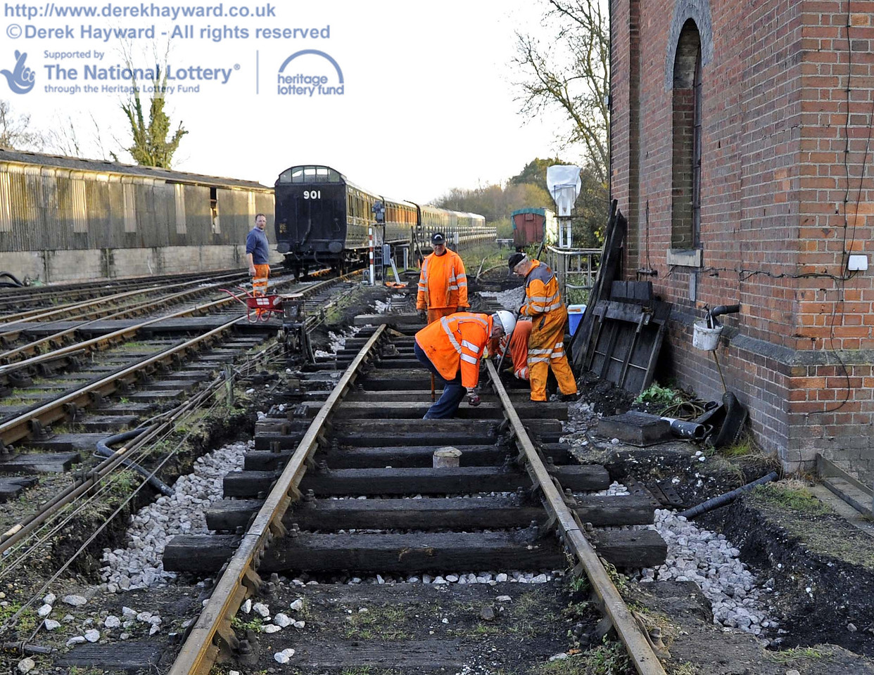 The old wash out pit has been filled in, and some new track panels were being laid to replace life expired items.  A new point is also to be installed to slightly lengthen the sleeping car siding. 24.11.2011  3161