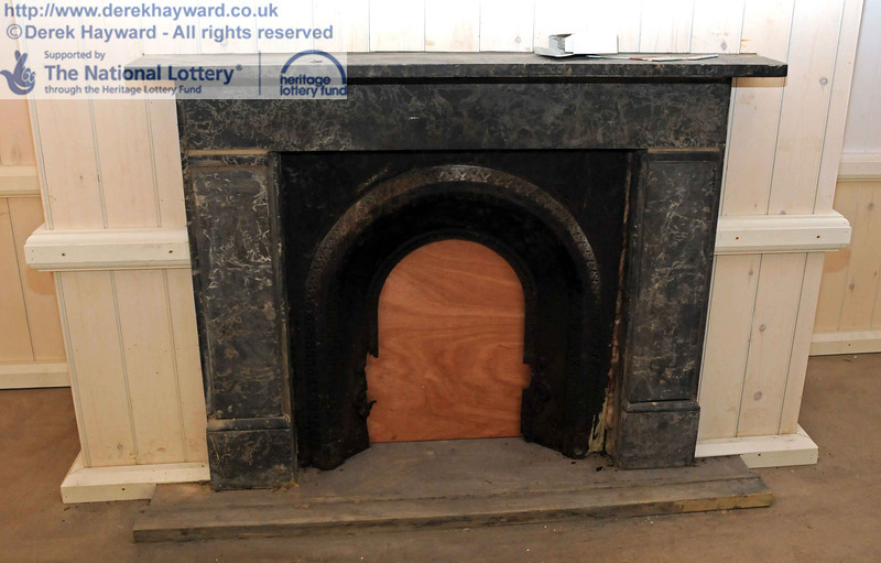A somewhat refurbished fireplace. 18.01.2011  5560