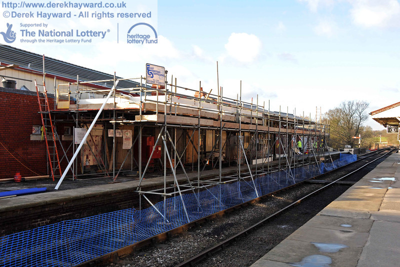 Scaffolding erected to allow the extension of the canopy on Platform 2. 18.01.2011  5544