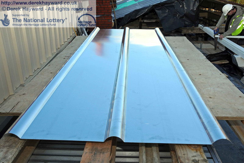 A standard size zinc sheet just out of it's wrapping. the surface will weather over time. 18.01.2011  5584