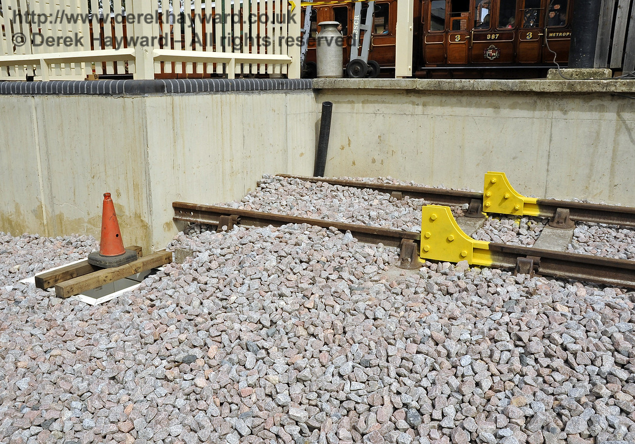 At the north end of the Dock road behind Platform 2 brackets have been installed for a buffer stop.  29.08.2011  2770