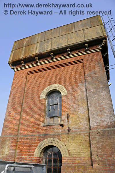 Looking up at the western side of the water tower.  25.03.2011  6557