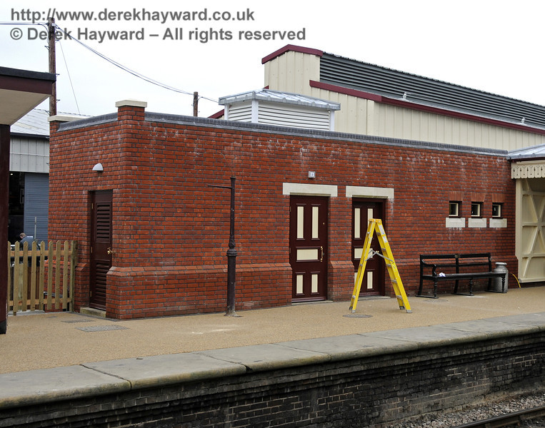The new Plant Room and toilets on Platform 2.  17.03.2011  6476