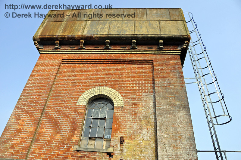 Looking up at the western side of the water tower.  25.03.2011  6556