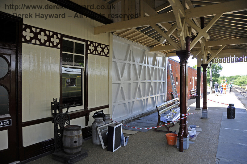 Looking north along the refurbished facade outside the Museum on Platform 2.  01.06.2011  7379
