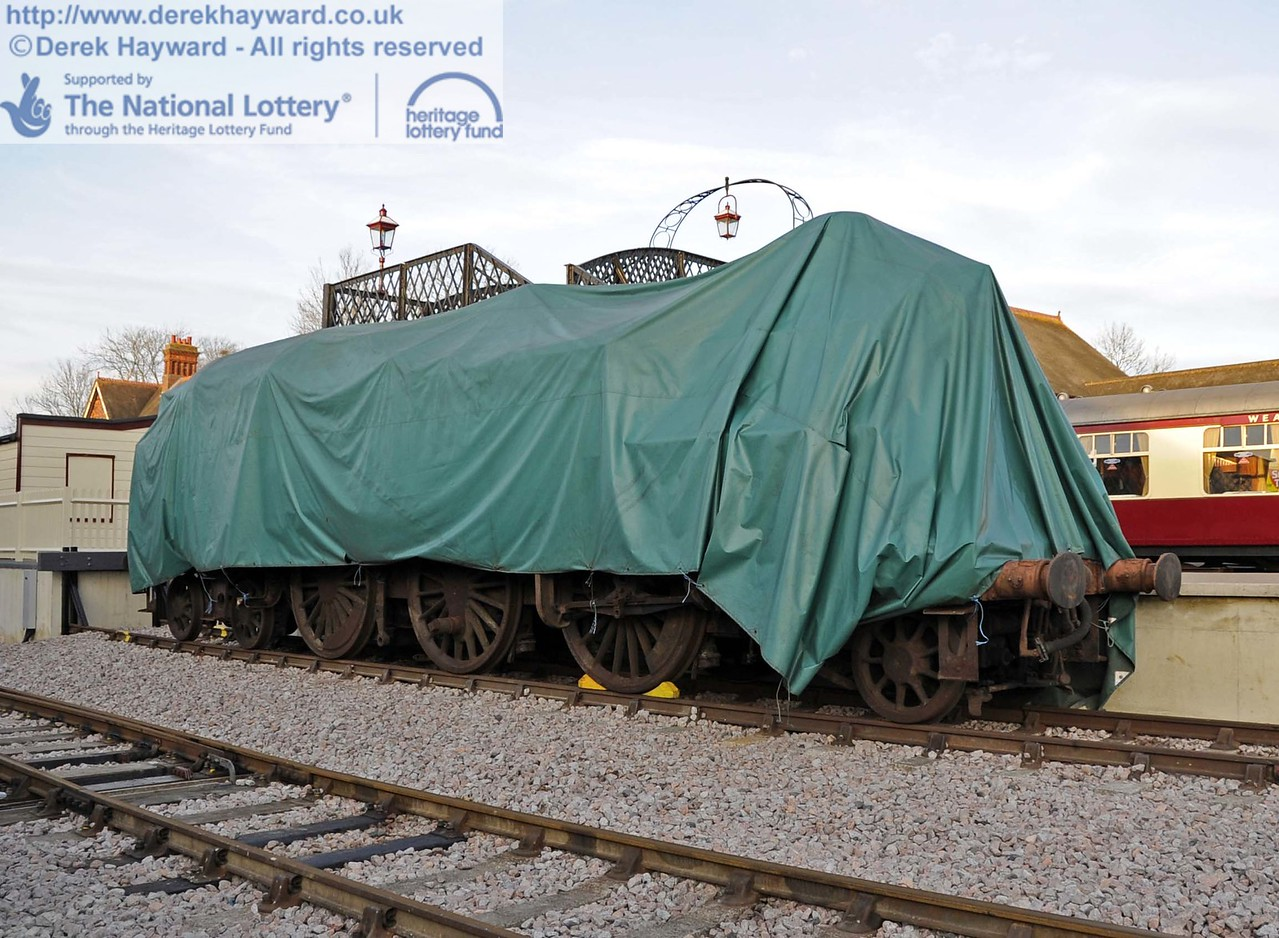 80100 has been moved to the Dock to allow track work and to create sufficient space in the headshunt. 24.11.2011   3162