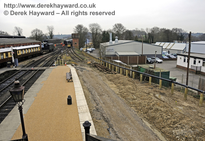 Looking south along the southern end of Platform 2 at Sheffield Park from the footbridge.  17.03.2011  6464