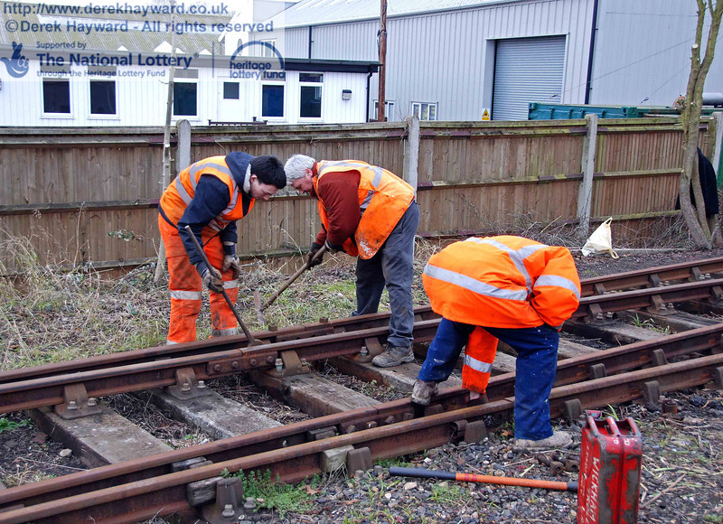 The PWay team get to work lifting the Woodpax sidings. 24.01.2010  0076
