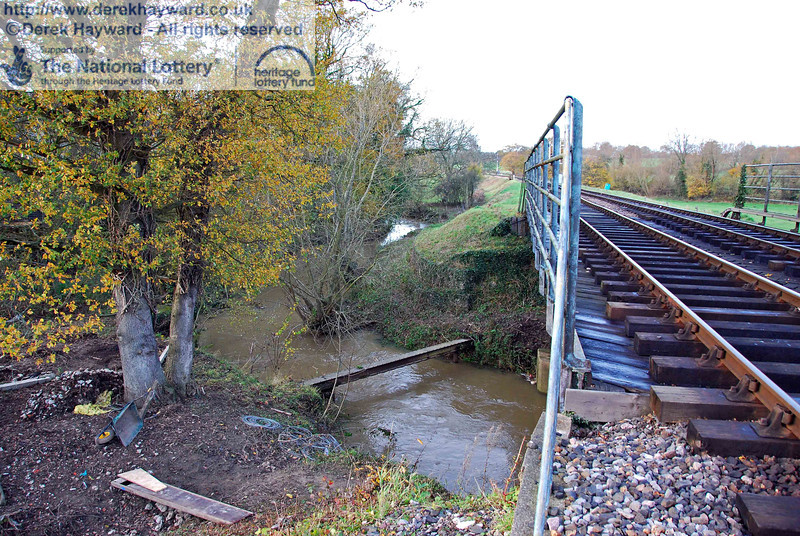 Viewed from the southern end of the River Ouse bridge it can be seen that the river turns sharply north and runs next to the railway for a short distance. 15.11.2009