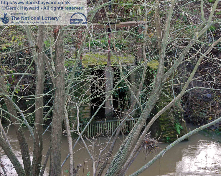 It is slightly obscured by the tree, but this shot shows the entrance to the culvert used to draw water from the River Ouse. A barrier behind the grating was raised to admit water.... and, no, I didn't try it! 15.11.2009.