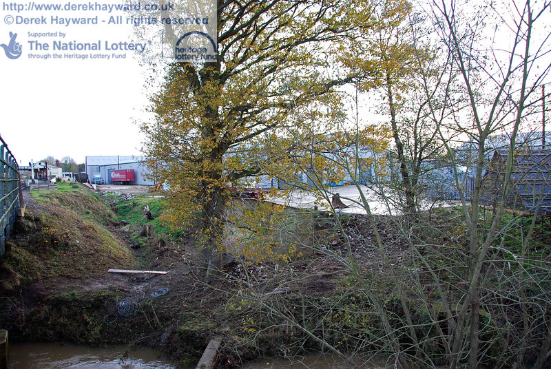 Turning round and looking south from the same point, towards the Woodpax site. 15.11.2009