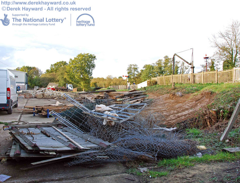 Looking north from futher south on the site, with additional debris ready to be cleared. 23.10.2009.