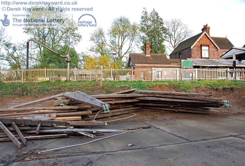 Looking east at some of the larger timbers from the shed, that were awaiting disposal. 23.10.2009.
