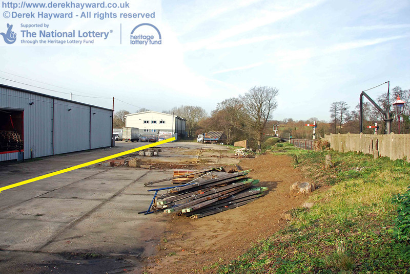 Looking north along the Woodpax site. A yellow line, added to the picture, shows the approximate boundary of Bluebell land. 01.12.2009