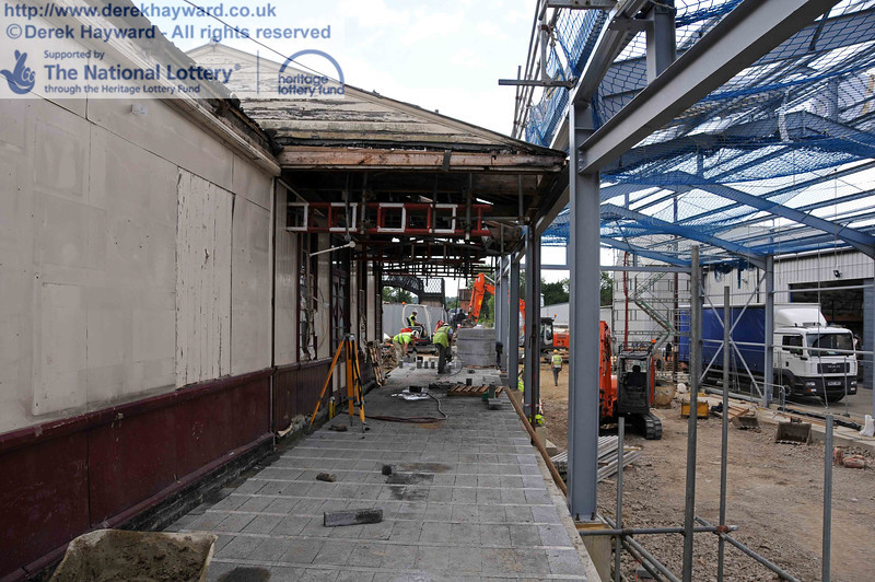 Looking south from the northern end of the Platform 2 facade. The carriage shed is on the right, at a lower level. 28.07.2010  3471
