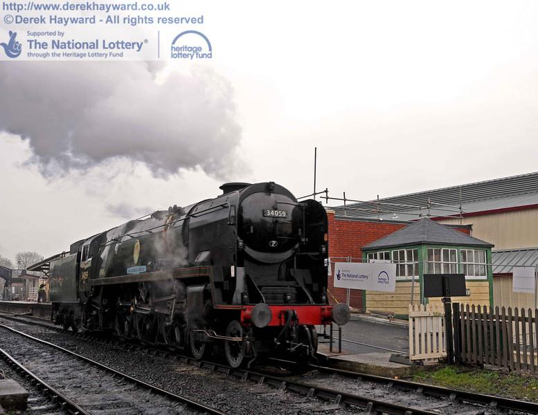 34059 poses alongside Withyham signal box. 15.12.2010  5454