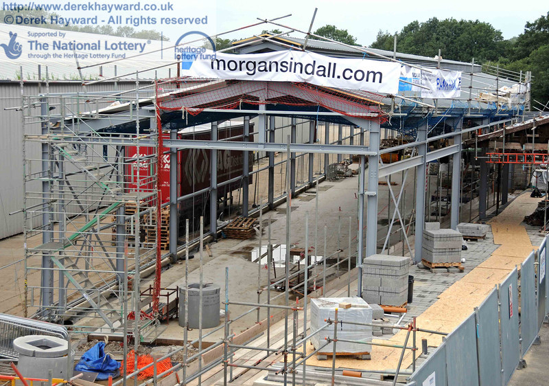 The main roof panels are now in place and the southern half of the concrete floor has been laid. 15.08.2010  4055