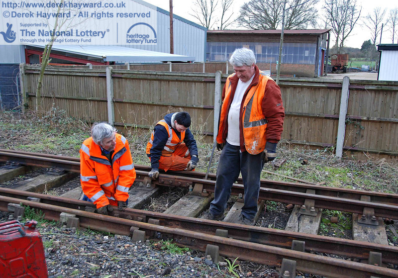 The PWay team get to work lifting the Woodpax sidings. 24.01.2010  0078