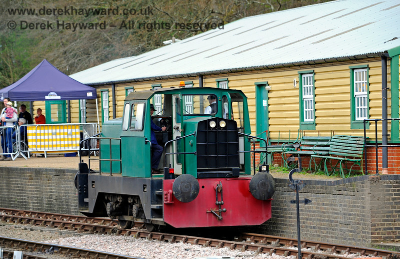 "Sentinel/Rolls-Royce/Thomas Hill 4-w Diesel-Hydraulic loco No.10241 ""Skippy"" employed on some fund raising at a time when ""Driver for a Fiver"" was permitted (away from the main line). 02.04.2017 14905"