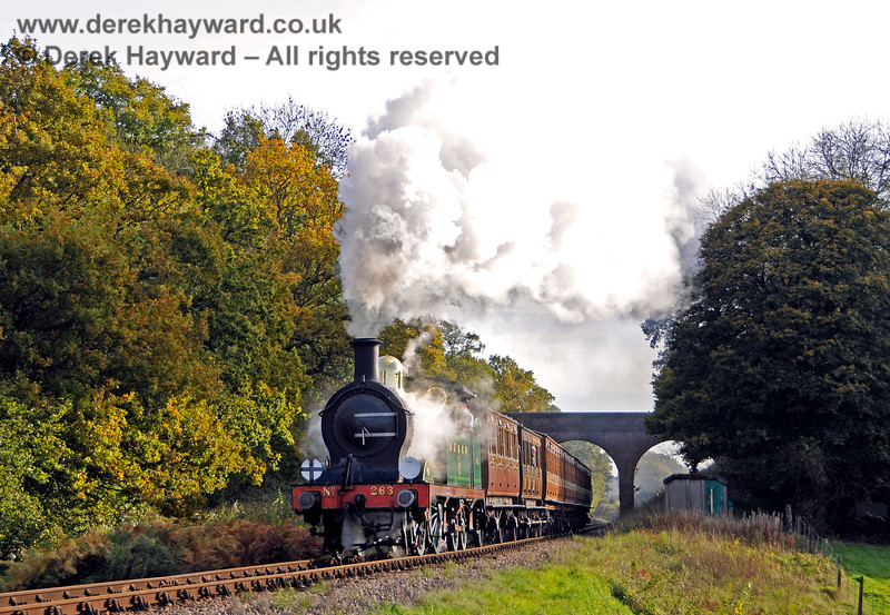 263 steams north from Three Arch Bridge. 25.10.2015 13903