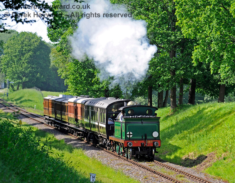 263 runs south into Mill Place Cutting. 27.05.2017 15499