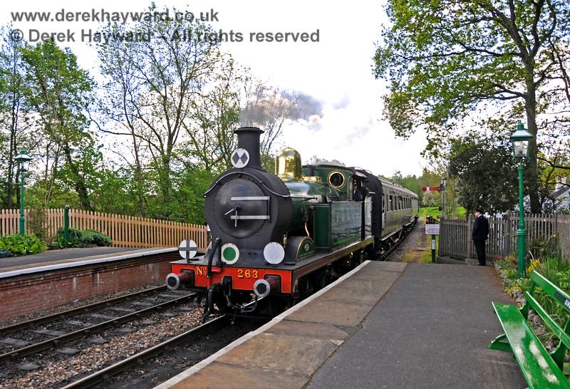 263 arrives at Kingscote. 14.05.2017 17197