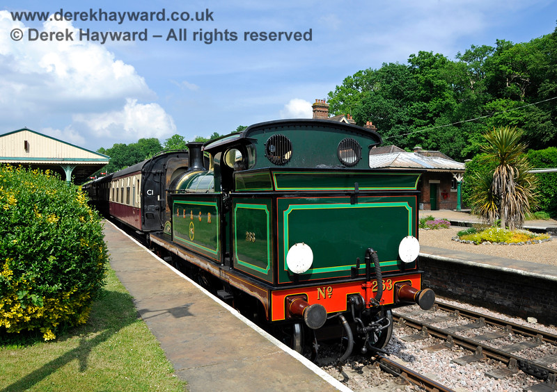 263 awaiting departure from Horsted Keynes with the Golden Arrow. 28.05.2018 18507