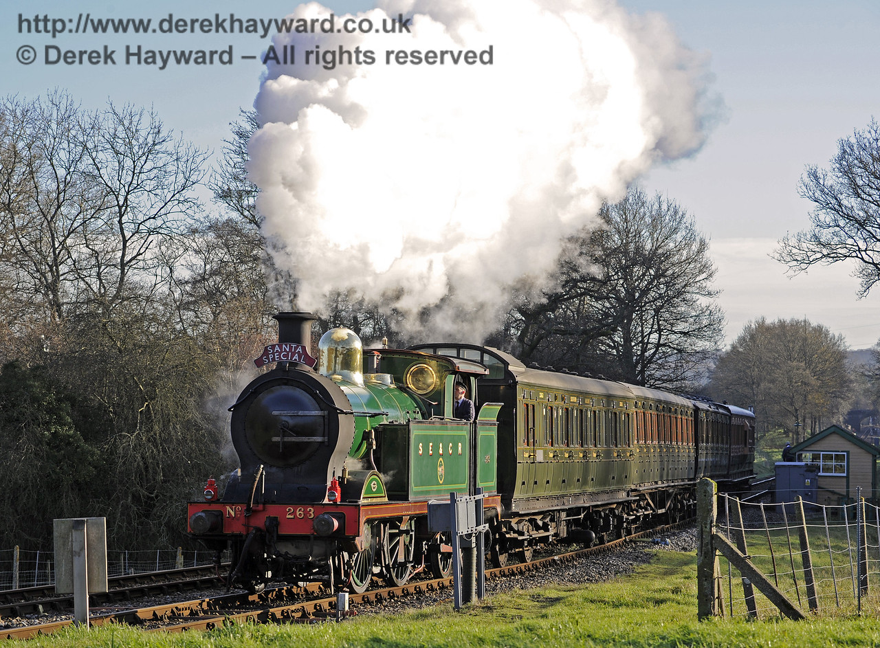 263 arrives at Kingscote with a Santa Special.  13.12.2014  10201