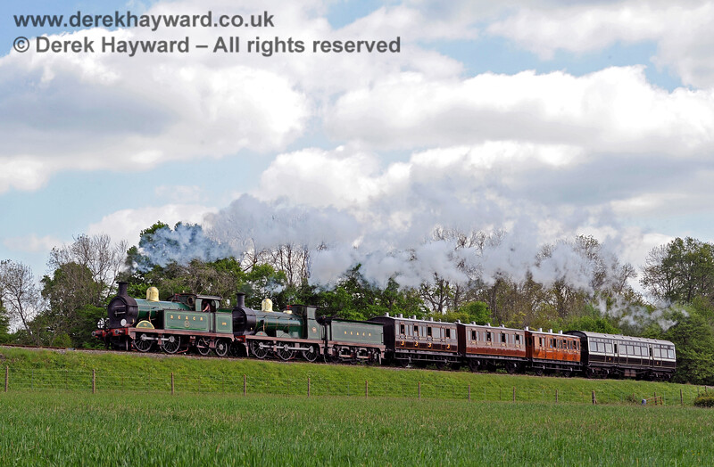 263 and 592 approach New Road Bridge with a vintage train. 14.05.2016 13133