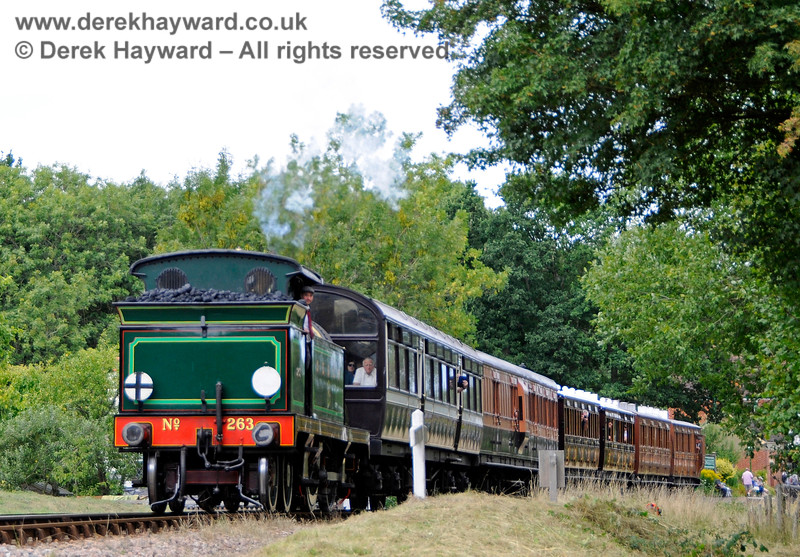 263 leaves Kingscote with a southbound vintage train. 11.08.2018 18814