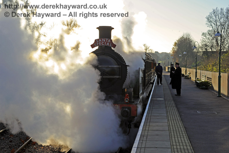 263 waits at East Grinstead with a Santa Special.  13.12.2014  10205