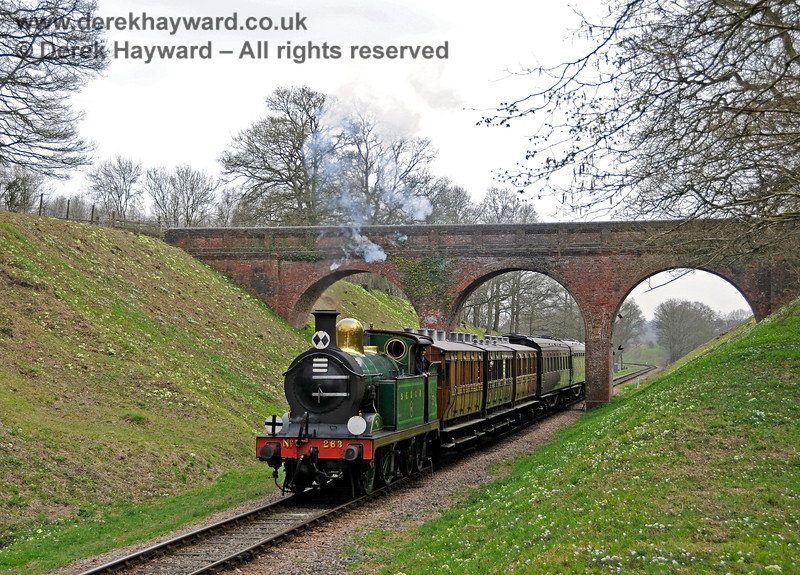 263 passes through Three Arch Bridge. 10.04.2015 12174