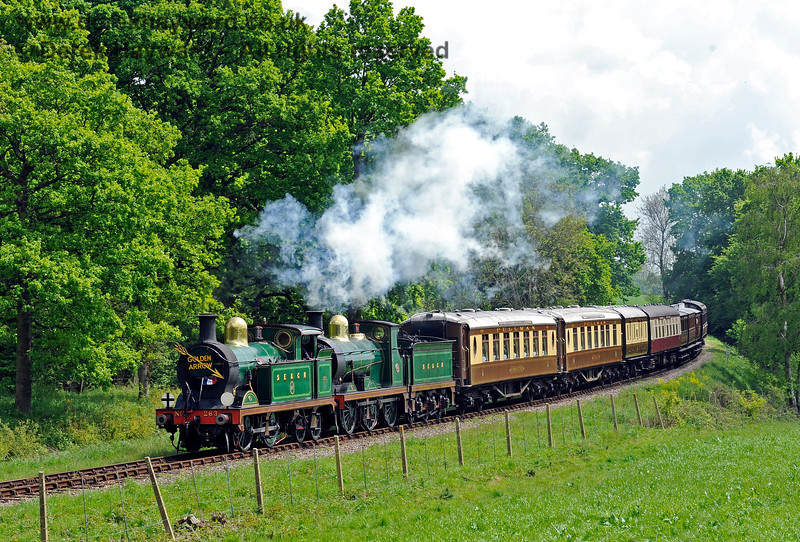 263 and 592 round the curve north of Sloop Bridge with the Golden Arrow augmented by some vintage coaches. 15.05.2016 13180