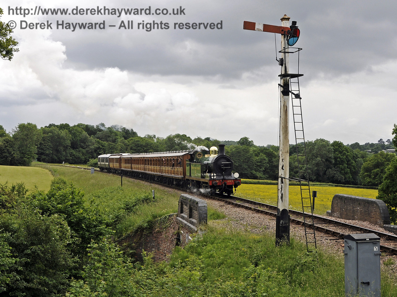 263 approaches New Road Bridge with the Victorian coaches.  23.06.2013  9135