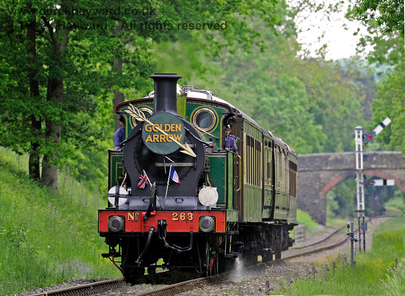 263 approaches Kingscote with the Golden Arrow. 09.06.2013 7190