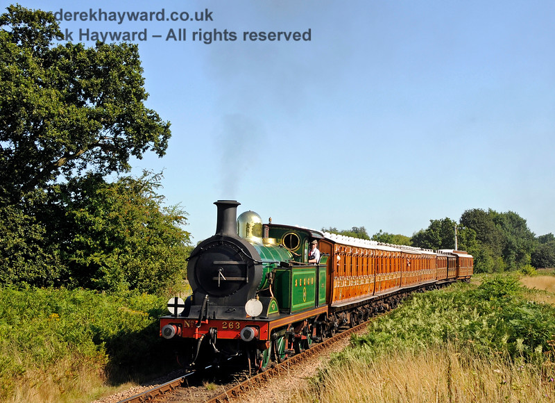 263 steams towards Ketches Halt with a nice selection of vintage coaches. 22.08.2015 13753