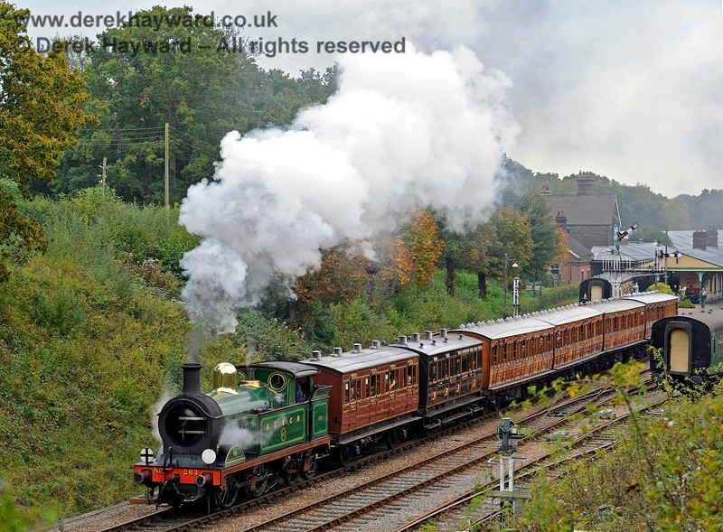 263 leaves Horsted Keynes with a selection of vintage coaches. 10.10.2015 12168