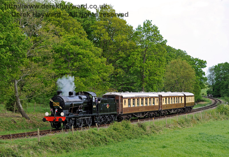 30541 rounds the curve north of Sloop Bridge with the Pullman.  17.05.2015  11326