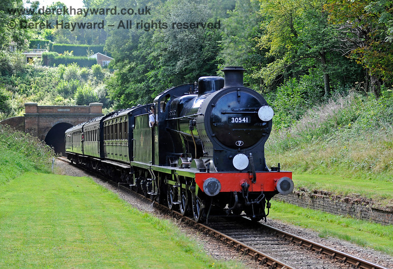 30541 passes through the site of the former West Hoathly station. 26.08.2016 13892