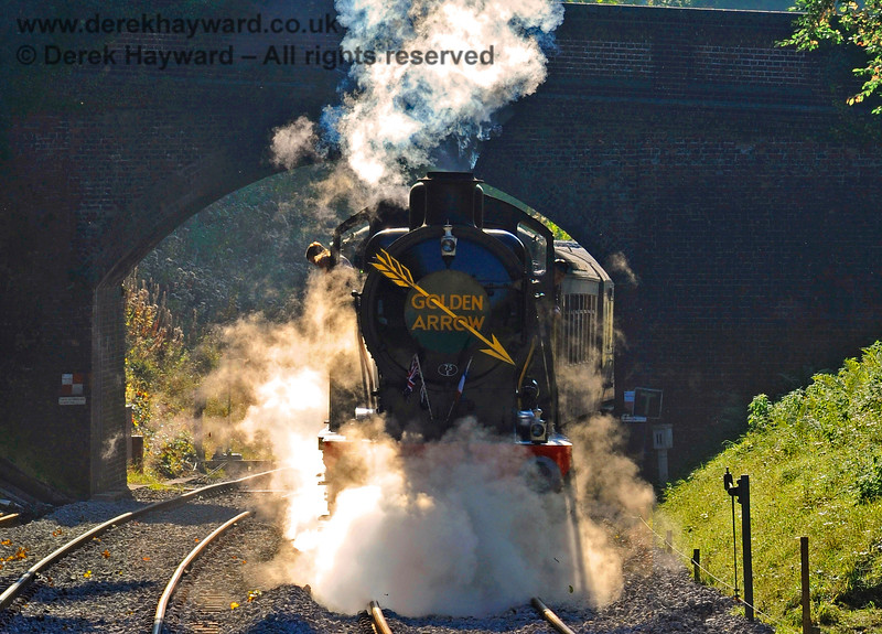 The low October sun catches the steam as 30541 passes under Leamland Bridge with the Golden Arrow. 23.10.2016 14221