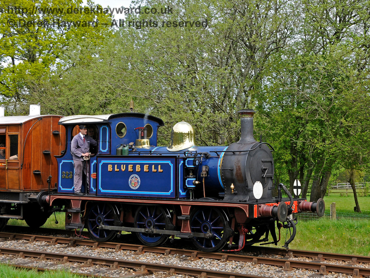 323 leaves Kingscote with a service train. 07.05.2016 15066