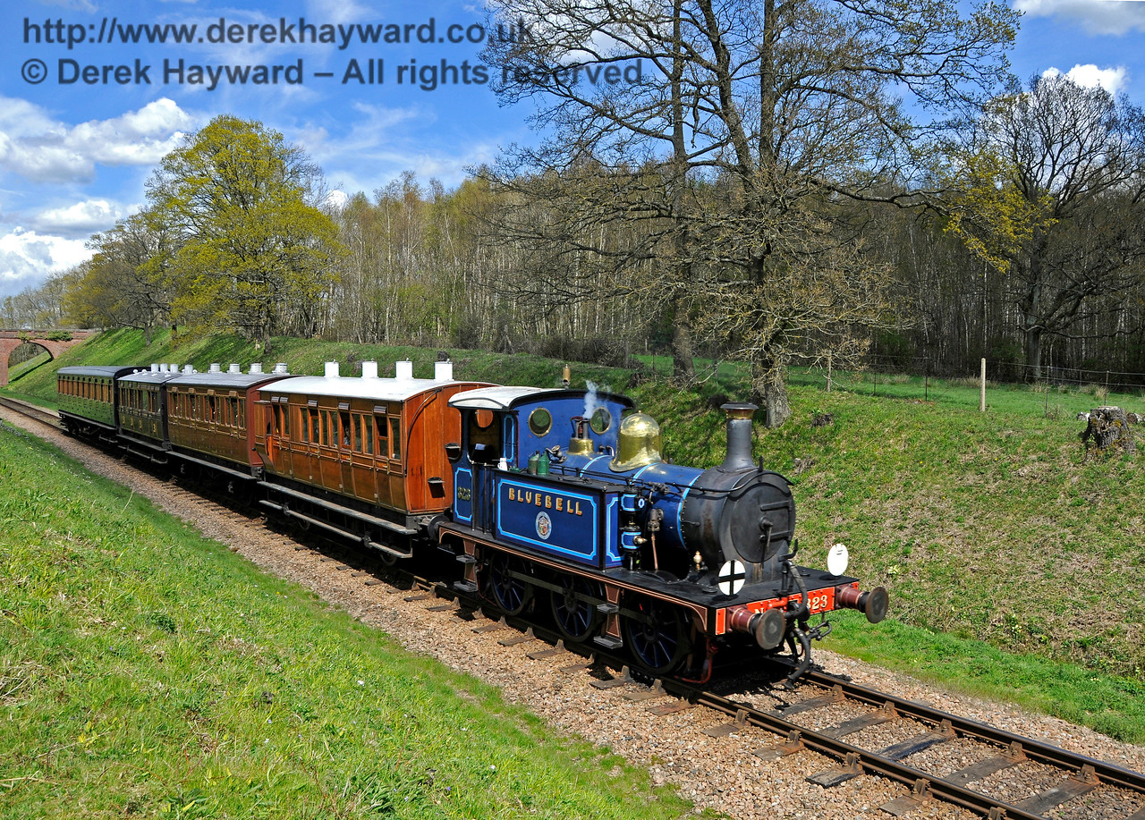 323 south of Three Arch Bridge with a service train. 30.04.2016 14962